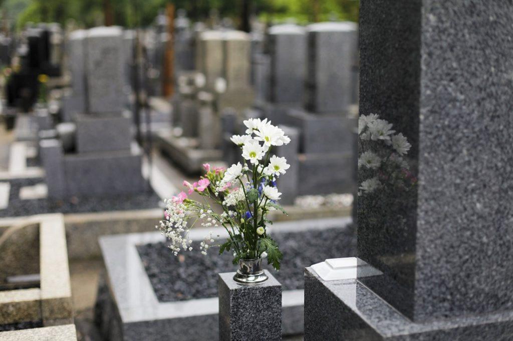 Kamienie ogrodowe idealne na… cmentarz